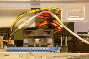Tämän isompia ei RAM-muistien ja prosessorijäähdytinjärjestelmän saanut olla.
