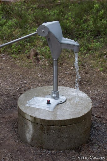 Haukkamaan portilla oleva pumppu.